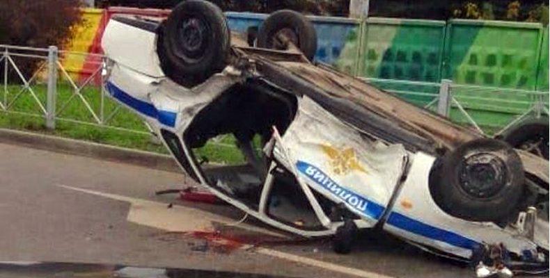 В Казани при погоне перевернулся автомобиль ДПС. Виновник скрылся, но был задержан