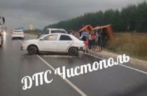 В Татарстане на трассе в результате массового ДТП в кювет опрокинулся КАМАЗ