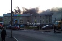 ВИДЕО: В Казани горела вывеска спортмагазина «Триал-Спорт»