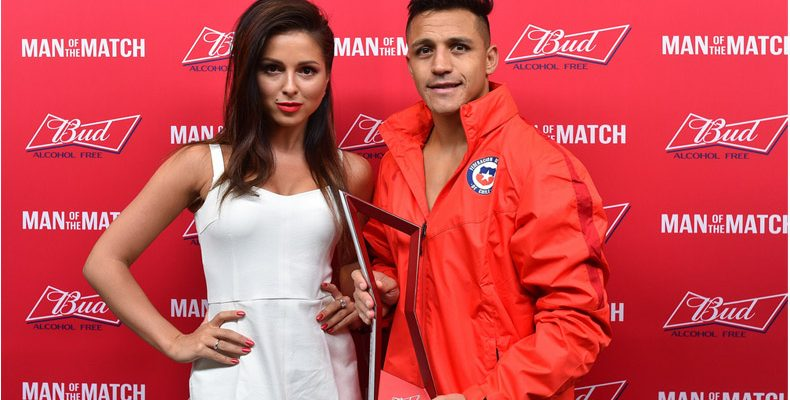 Нюша вручила награду Man of the Match в матче Германия — Чили в Казани