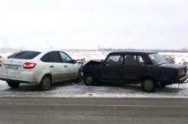 В Тольятти автоледи на «Гранте», выехав на «встречку» врезалась в ВАЗ-2107