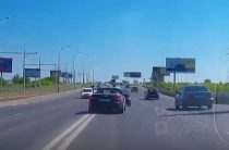 В Челнах засняли агрессивное вождение водителя на кабриолете