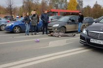 Ну ул.Ершова в Казани женщина попала под колеса автомобиля