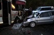В Ульяновской области автоледи на иномарке устроила страшное ДТП с двумя погибшими