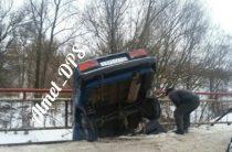 В Татарстане автомобиль повис на мосту, едва не упав в речку