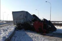 Два человека погибли и один пострадал в жутком ДТП с участием двух грузовиков в Татарстане