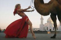 Под давлением общественности: Татарская певица удалила клип с танцами на фоне мечети