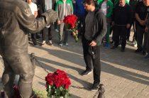 Игроки и тренеры «Ак Барса» почтили память «Локомотива»