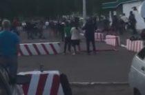 В Челнах у военкомата произошла массовая драка молодежи (Видео)