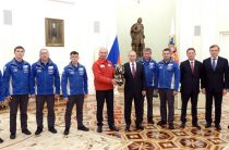 Владимир Путин в Кремле принял экипаж команды «КАМАЗ-мастер»
