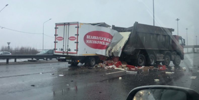 Под Санкт-Петербургом в аварии пострадали 6 человек