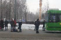 В Казани троллейбус сбил мужчину, переходившего дорогу в неположенным месте