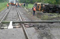 В Чувашии водитель грузовика погиб при столкновении с рельсовым автобусом