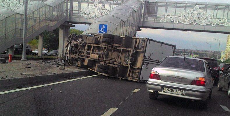 На проспекте Победы пешеход пострадал при опрокидывании «Газели»