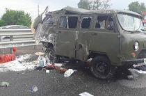 В Башкирии водитель автоцистерны врезался в микроавтобус дорожных рабочих, четверо погибли