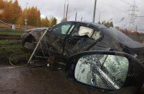 Соцсети: В Казани водитель «БМВ» на большой скорости врезался в забор