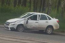 В Казани из-за открытого люка на дороге перевернулась «Лада Гранта» (Видео)