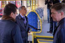 Минниханов и Метшин осмотрели новый пассажирский электротранспорт