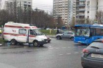 В Москве автобус столкнулся с автомобилем «скоро помощи»