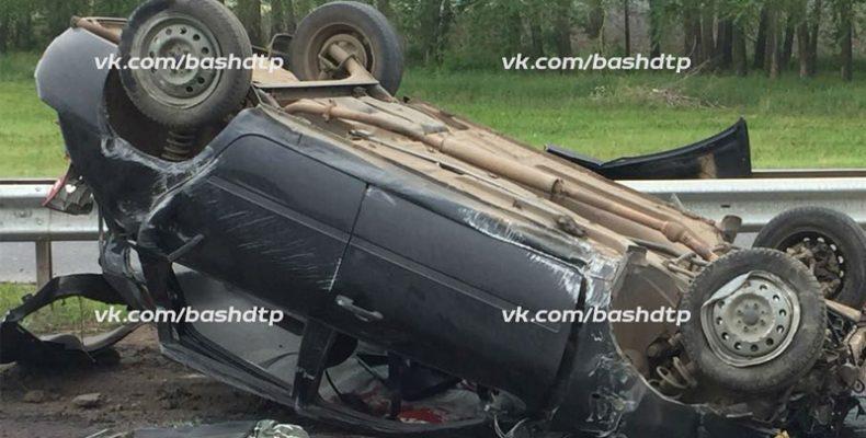 На трассе в Башкирии перевернулась иномарка, один человек погиб