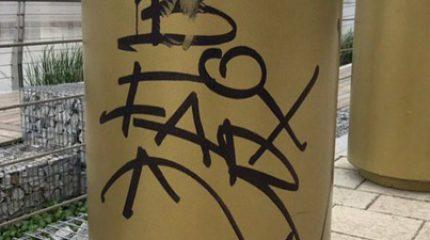 В Казани вандалы изрисовали объекты на набережной Кабана