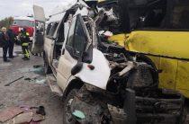 13 человек погибли в Тверской области при столкновении двух автобусов