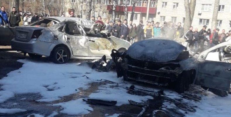 В одном из дворов Нижнекамска взорвался автомобиль с человеком в салоне (Видео)