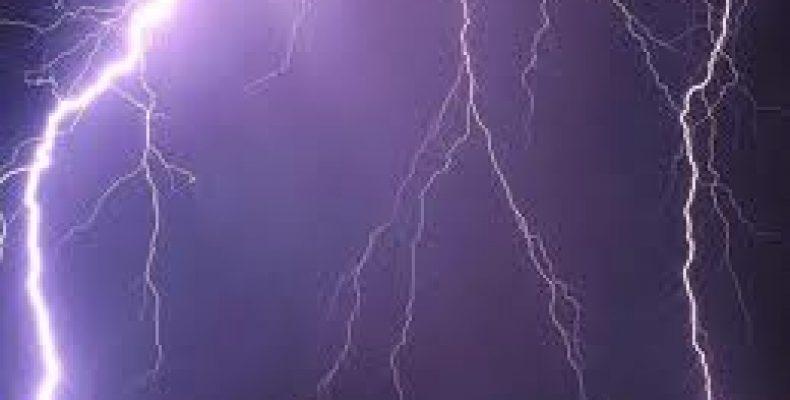 В Челябинской области молния убила купающуюся в озере женщину