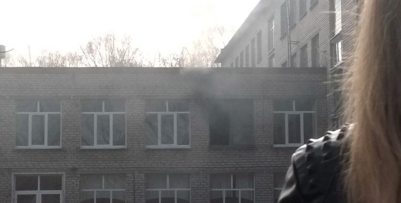 В Башкирии подросток в школе напал с ножом на учеников и устроил поджог