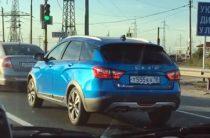 На дорогах Тольятти засняли синюю Lada Vesta SW Cross