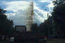 Фонтан высотой в 9 этажей забил в Казани из-за прорыва трубы